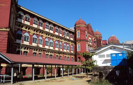 Архитектура здания славится своим Викторианским стилем