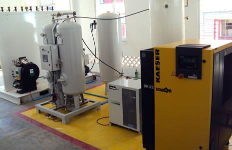 В комплект поставки вошли два компрессора высокого давления для наполнения баллонов