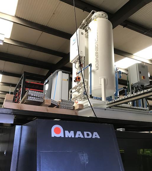 Генератор расположен над лазерной станцией Amada